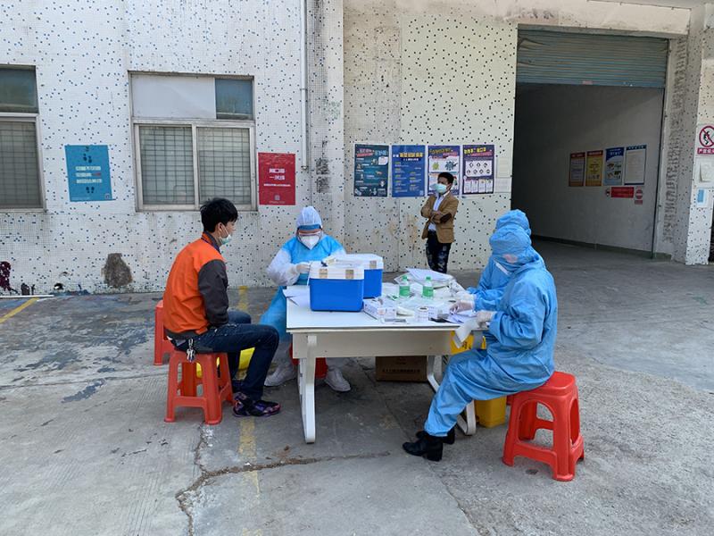 坪山區派醫療隊為捷多邦員工做核酸檢測