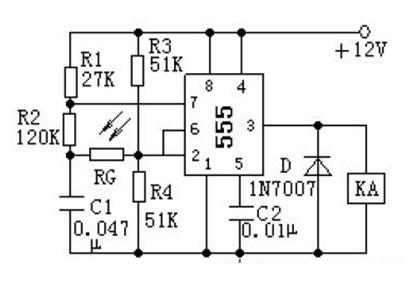 一款即使光照消失,KA 仍保持吸合状态的不需要调试就可正常工作光电控制电路图
