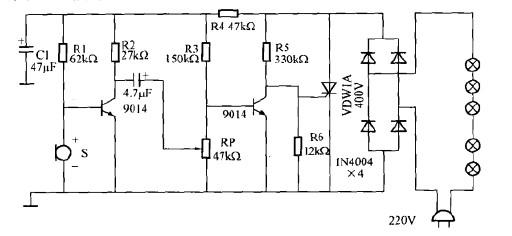 本文介绍的声控节日彩灯线路结构简单,线路新颖,省掉了体积较大的电源变压器,不需调试,电路如图所示。   电路工作原理:由图可知,当电源接通后,电压经一串彩灯至四只二极管组成的桥式整流电路.整流后的电压加至晶闸管两端:由于晶间管控制极没有触发电压.晶闸管处于闭合状态。整流后的电压经由电阻R4限流降压后,提供了由话简、T1、T2组成的声信号放大电路。在没有声信号输入时T2的集电极电压近于零值,当声信号到来时集电极电压升高,从而触发晶闸管导通,给彩灯提供了通路,干是发光闪亮。随着声音的强弱,彩灯串会频频闪动